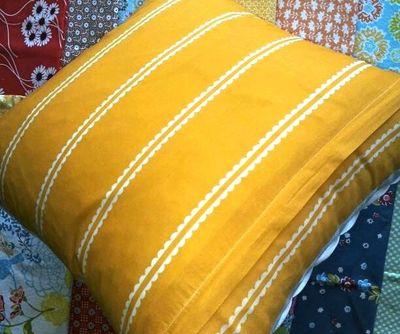 White Linen Pillow2