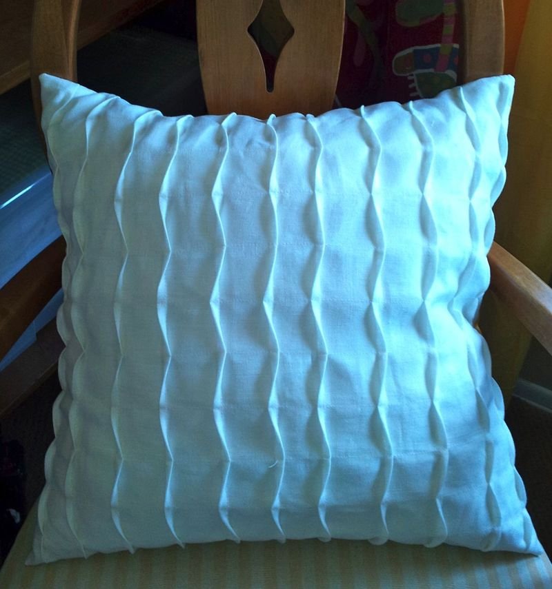 White Linen Pillow1